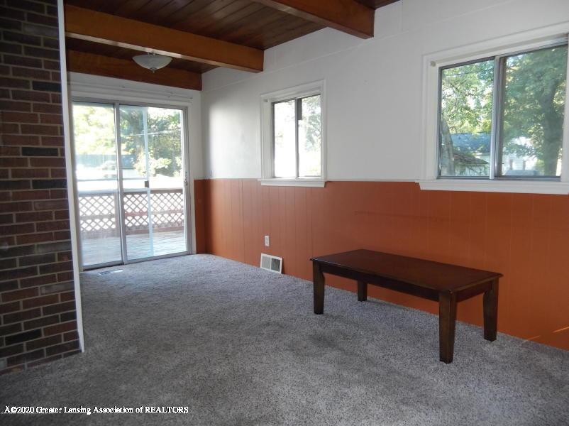 527 E Cavanaugh Rd - Living Room - 9