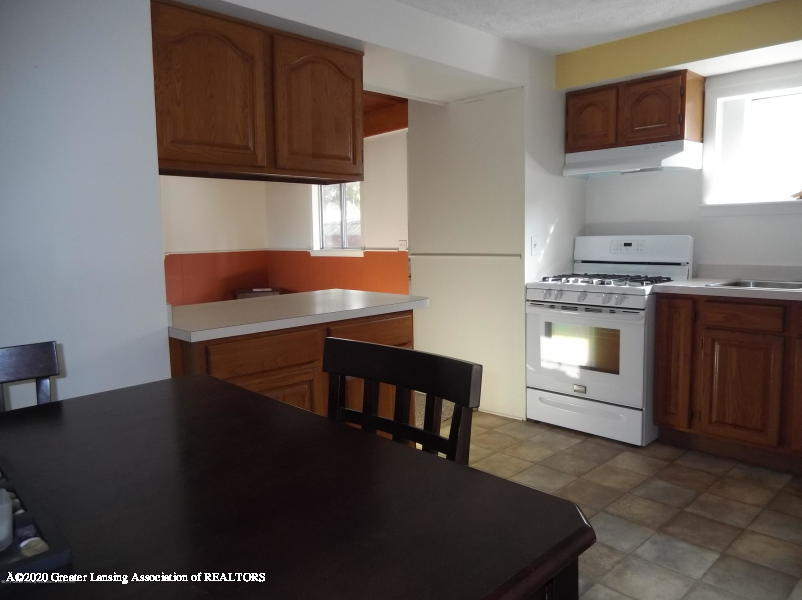 527 E Cavanaugh Rd - Kitchen/Dining Room - 6