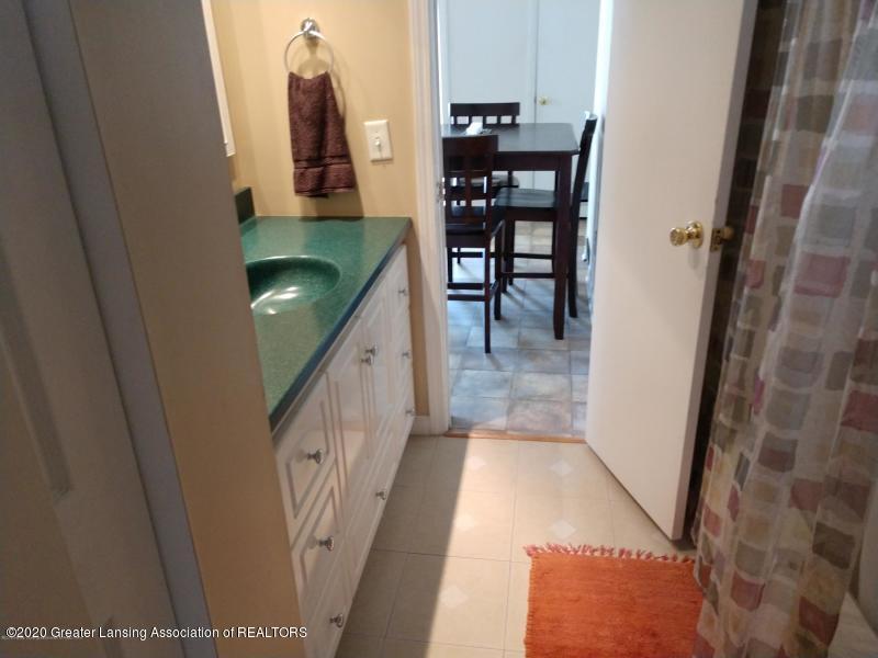 527 E Cavanaugh Rd - Bathroom - 10