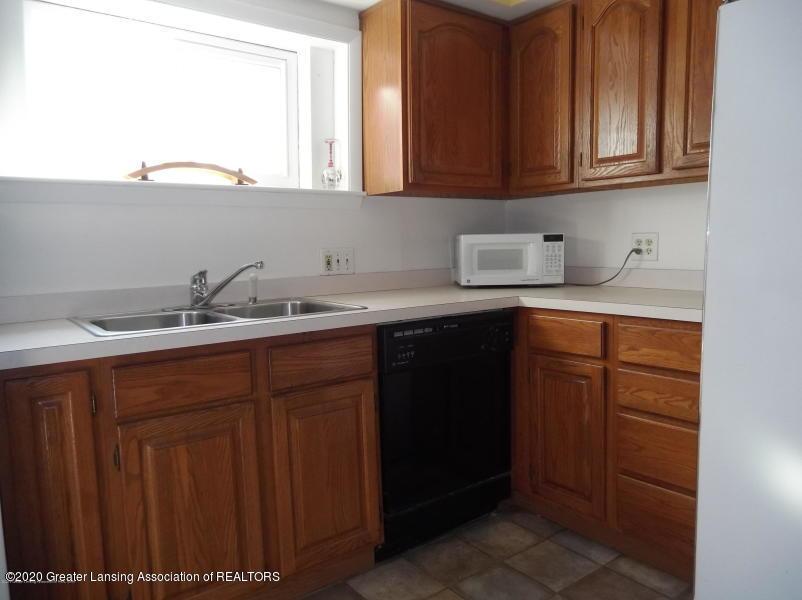 527 E Cavanaugh Rd - Kitchen - 4
