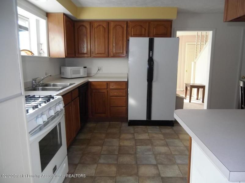 527 E Cavanaugh Rd - Kitchen - 3