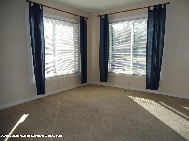 527 E Cavanaugh Rd - Family Room - 16