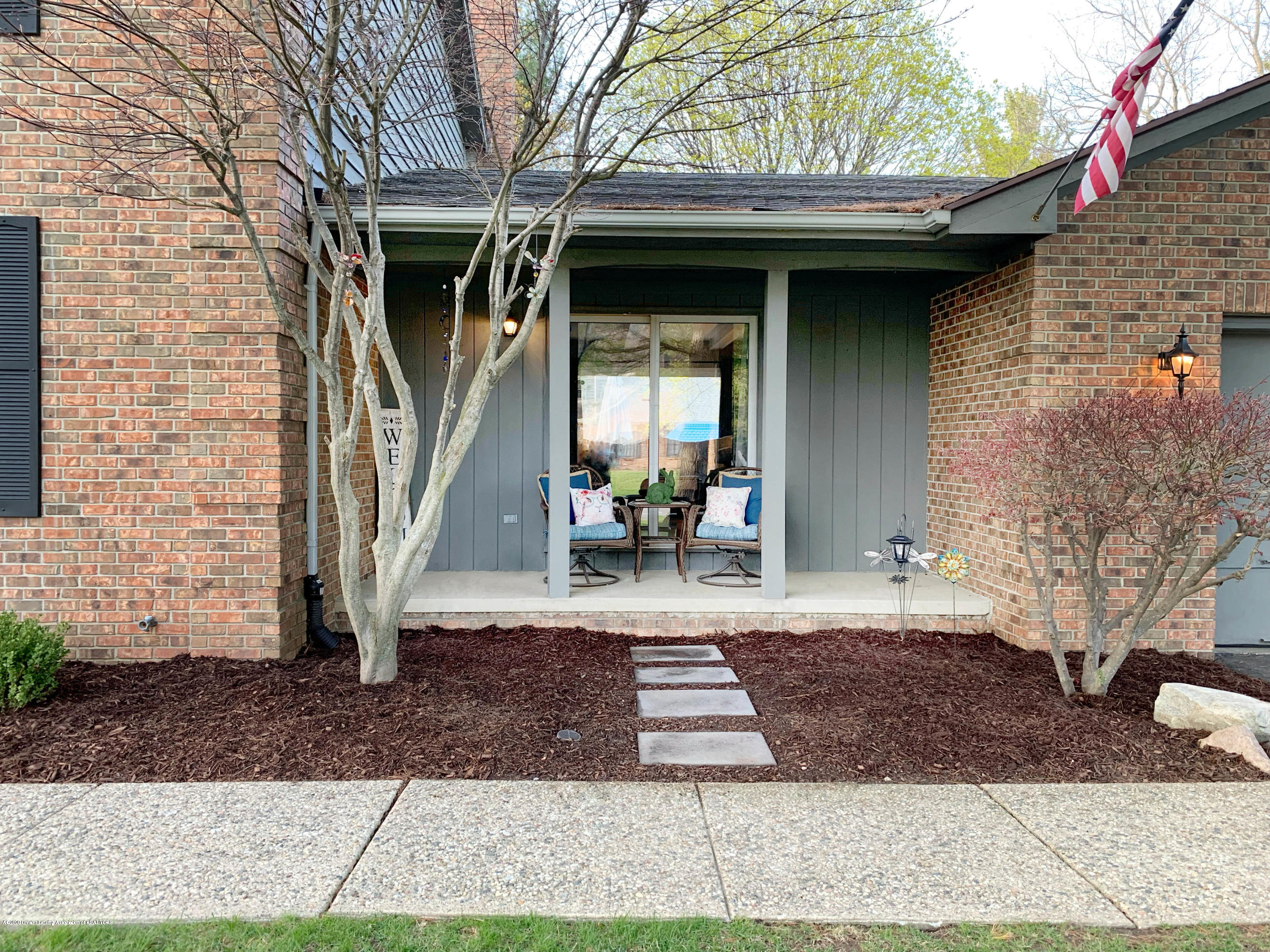 2150 Woodfield Rd - Porch - 3