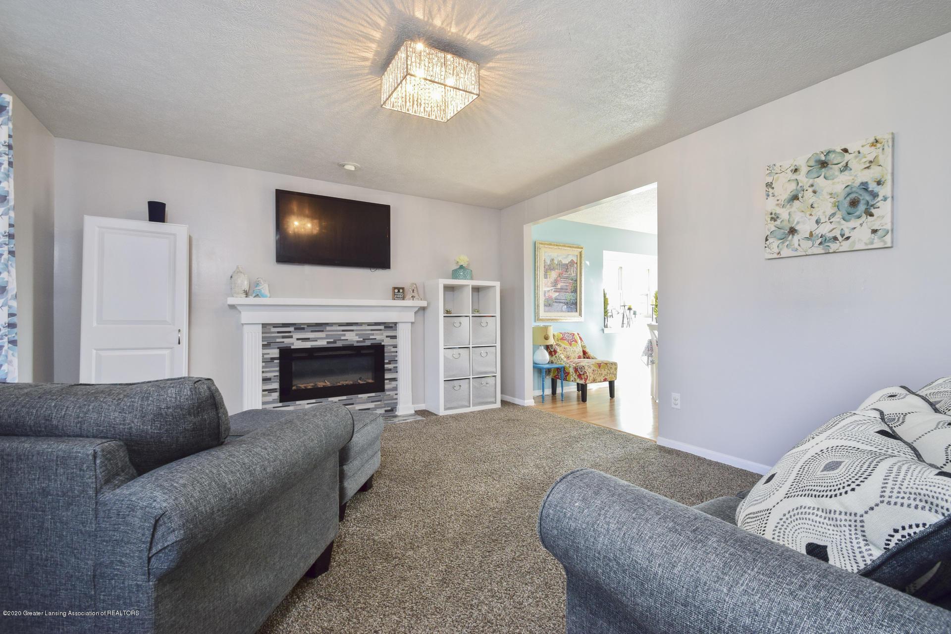 1815 Meghann Ln - 005-photo-living-room-8140446 - 6
