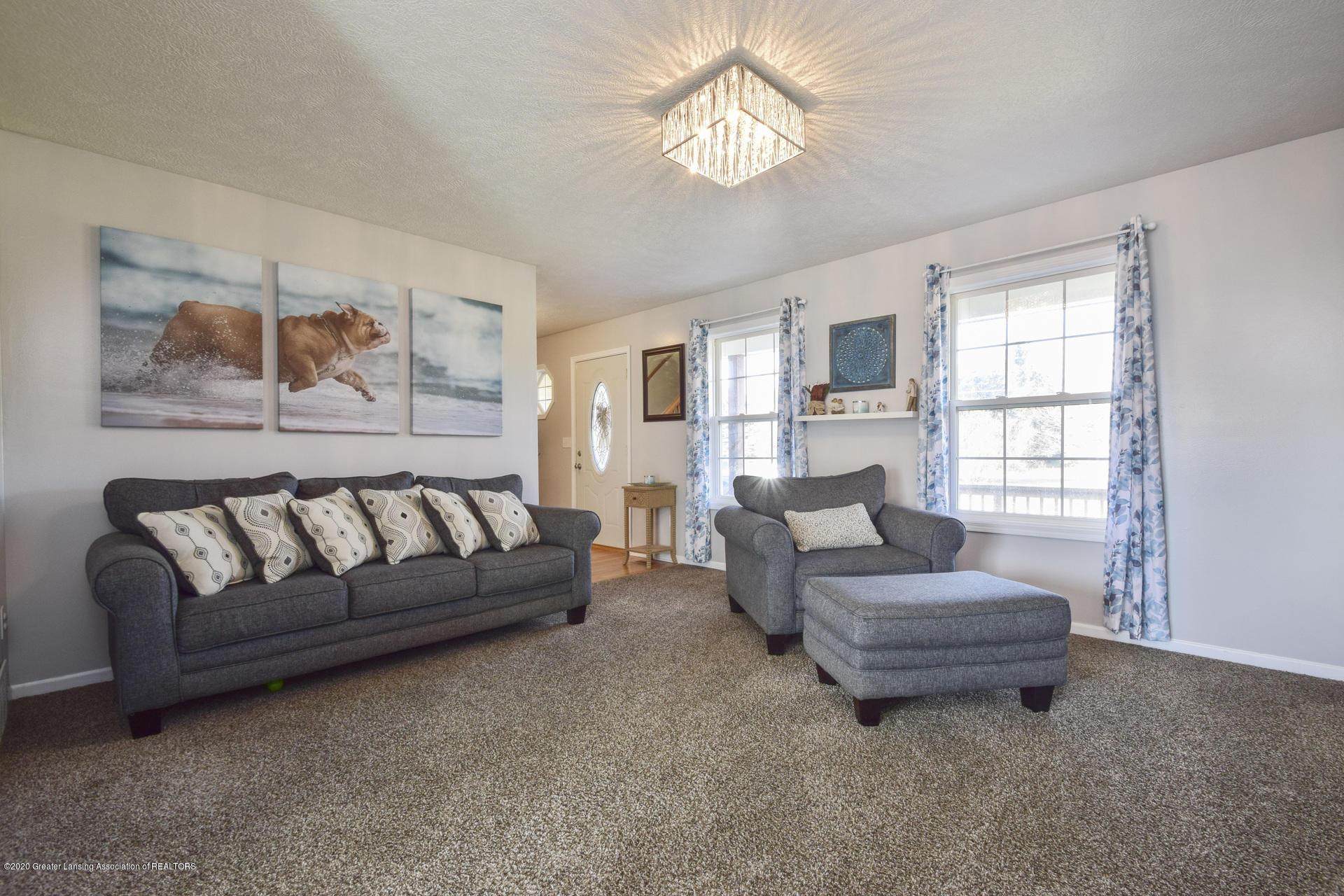 1815 Meghann Ln - 007-photo-living-room-8140448 - 8