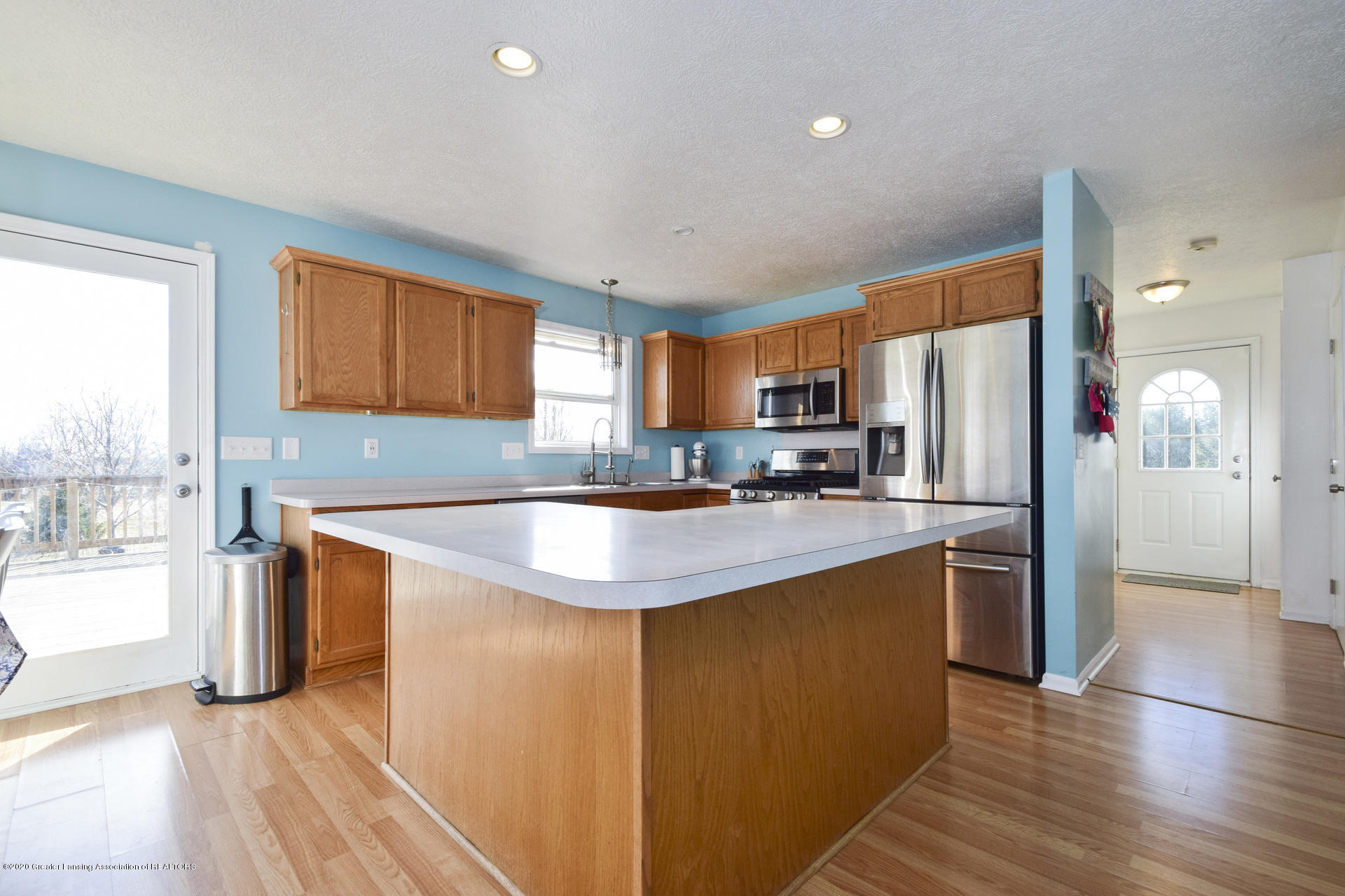 1815 Meghann Ln - 009-photo-kitchen-8140450 - 10
