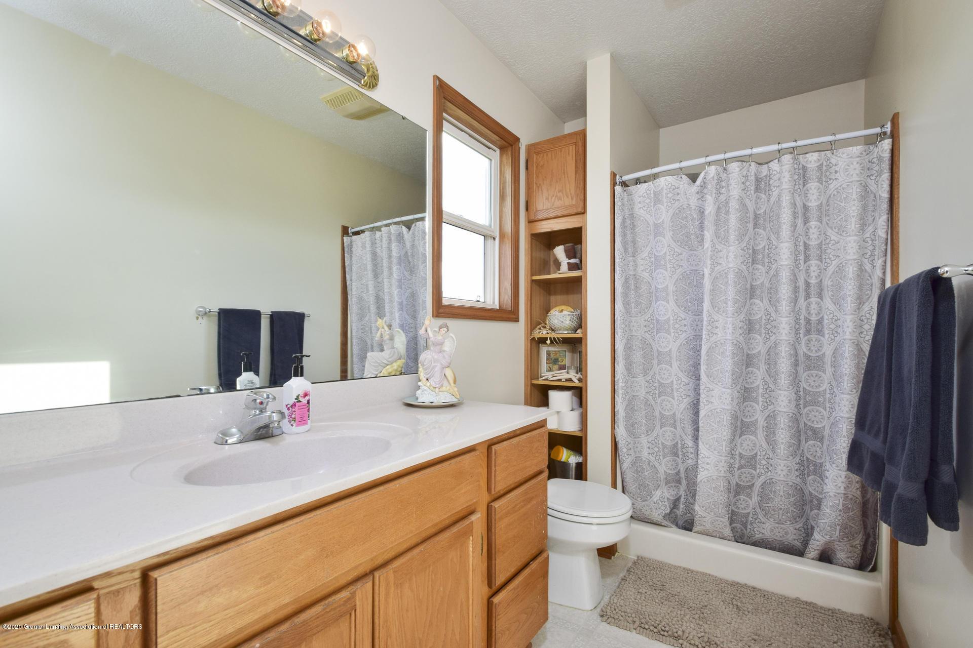 1815 Meghann Ln - 023-photo-bathroom-8140492 - 24