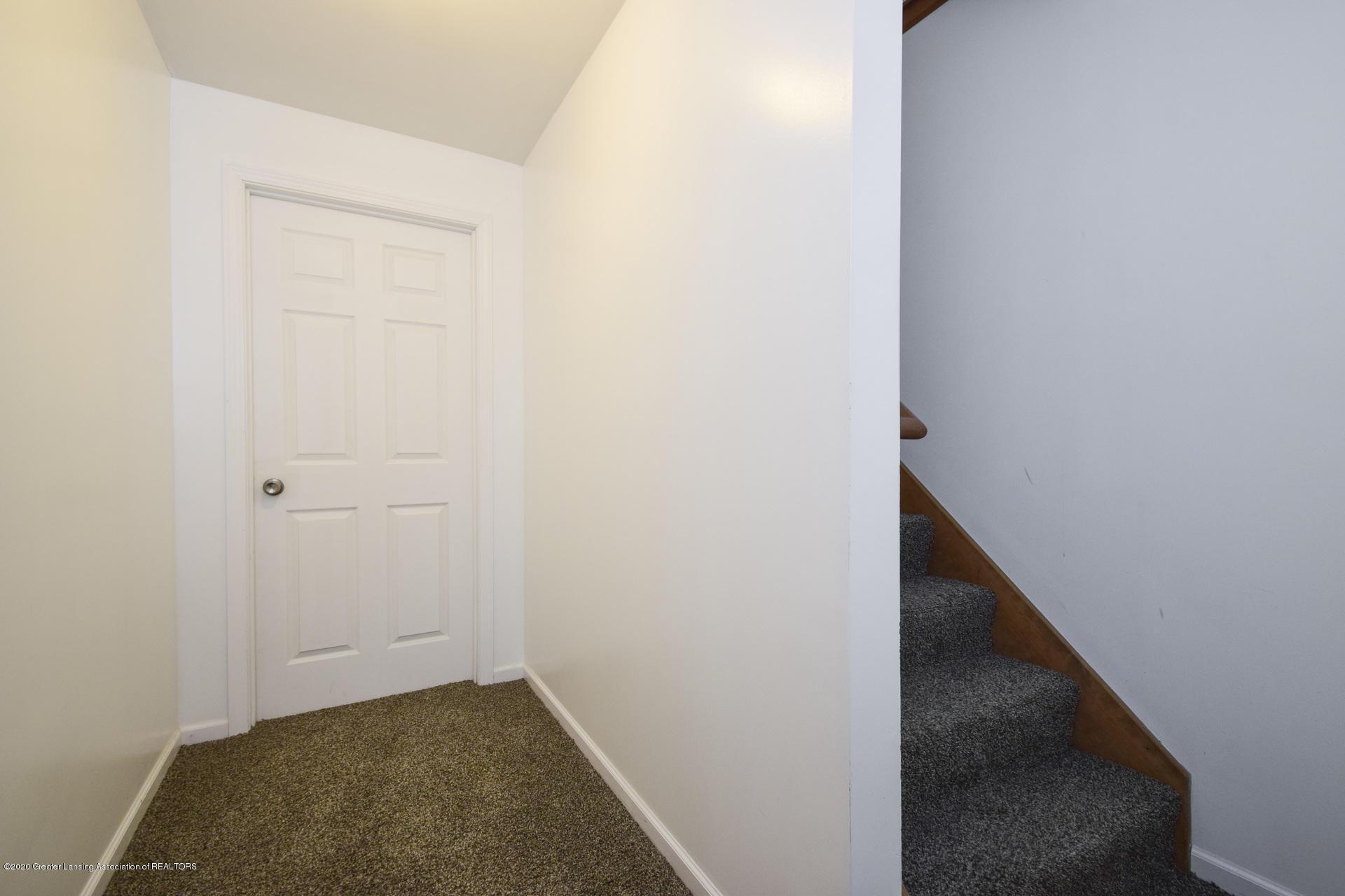 1815 Meghann Ln - 032-photo-stairwell-8140496 - 31
