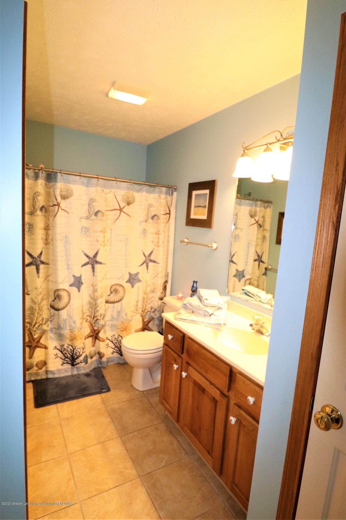 2943 12 Oaks Dr - Main bath 2 - 15