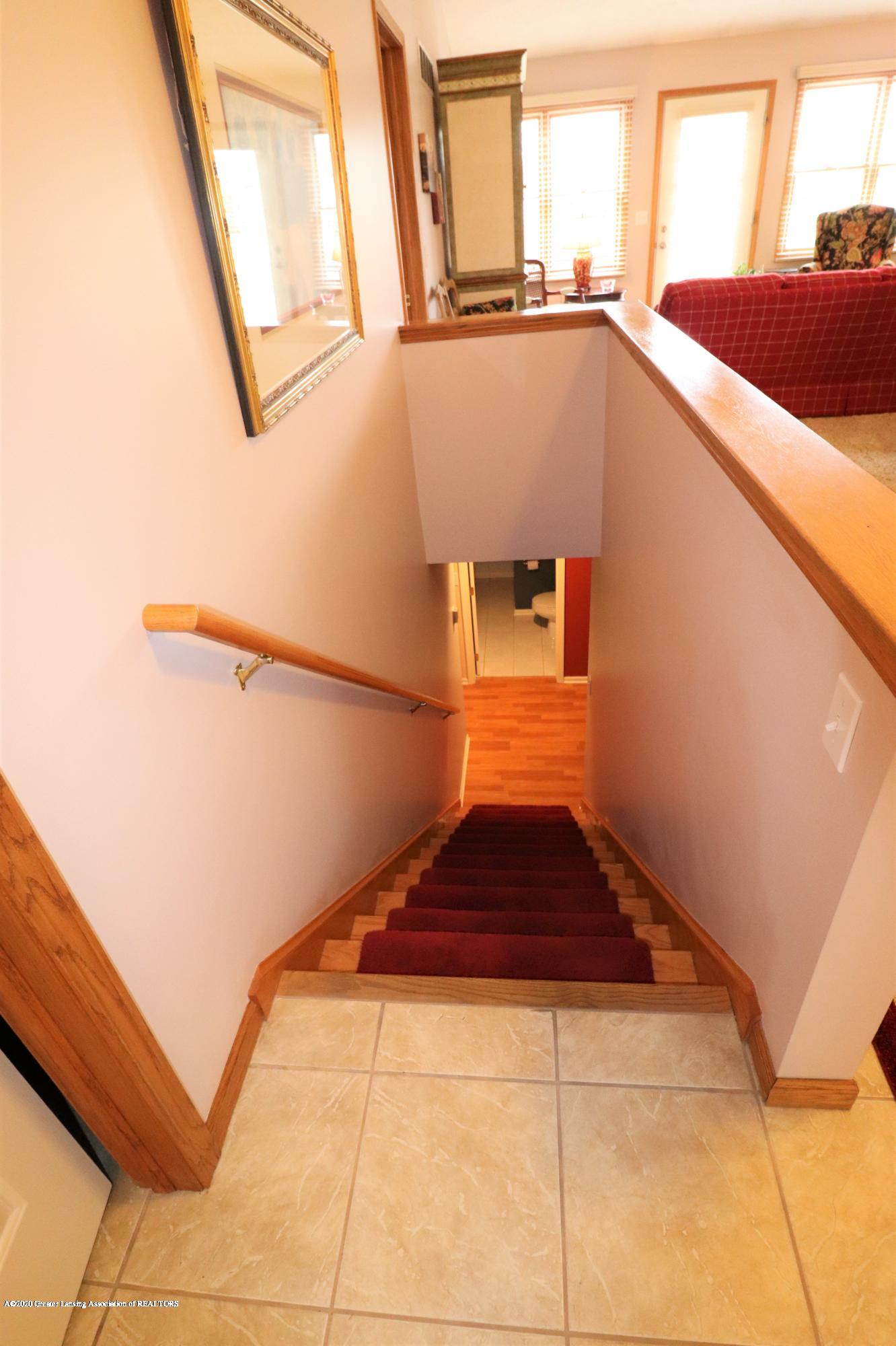 2943 12 Oaks Dr - Stairs down - 21