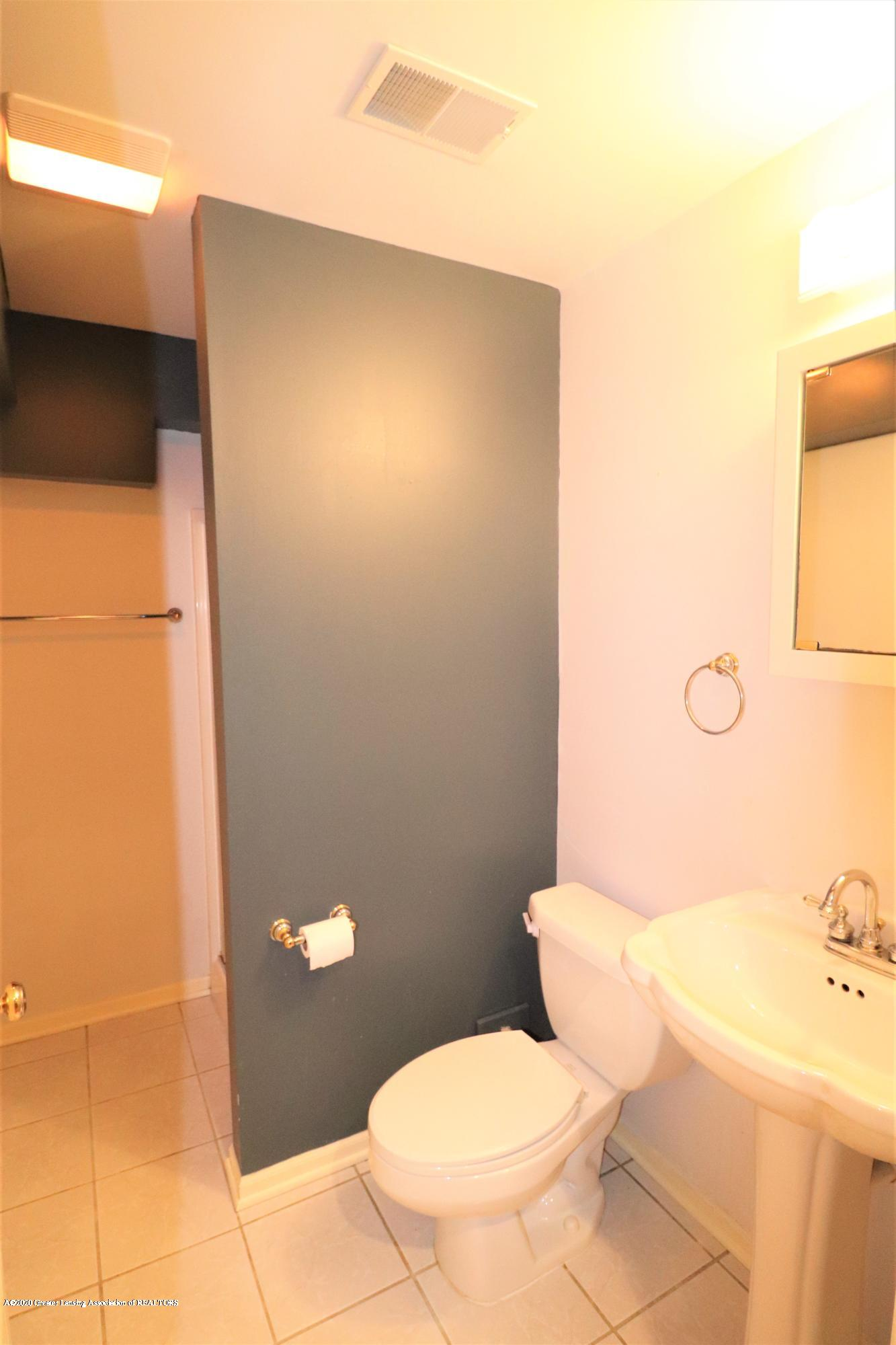 2943 12 Oaks Dr - Basement Bath - 27
