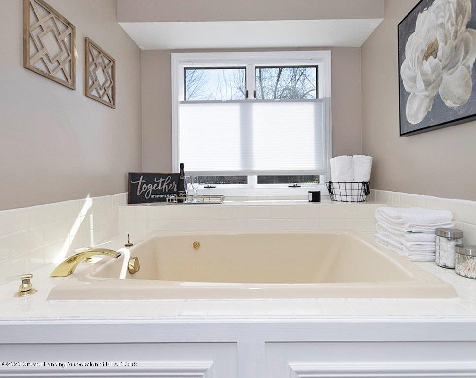 3794 Chippendale Dr - MASTER BATH - 15
