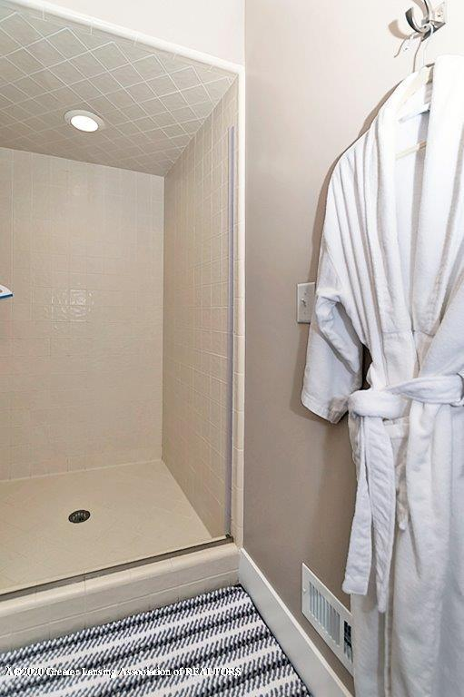 3794 Chippendale Dr - MASTER BATH - 16