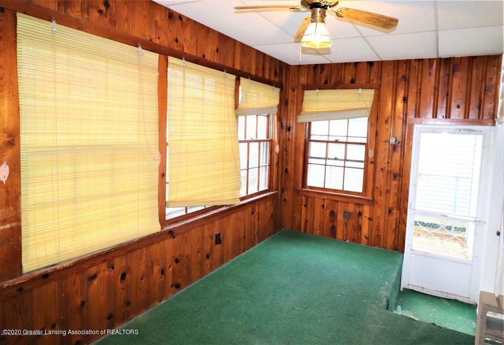 112 E Shaw St - Back Porch 2 - 34