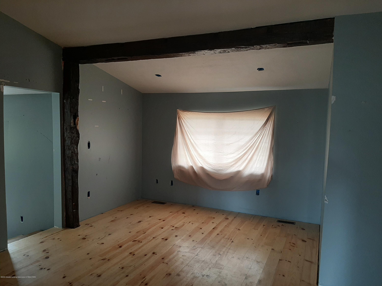 4124 Drumheller Rd - LIVING ROOM - 5