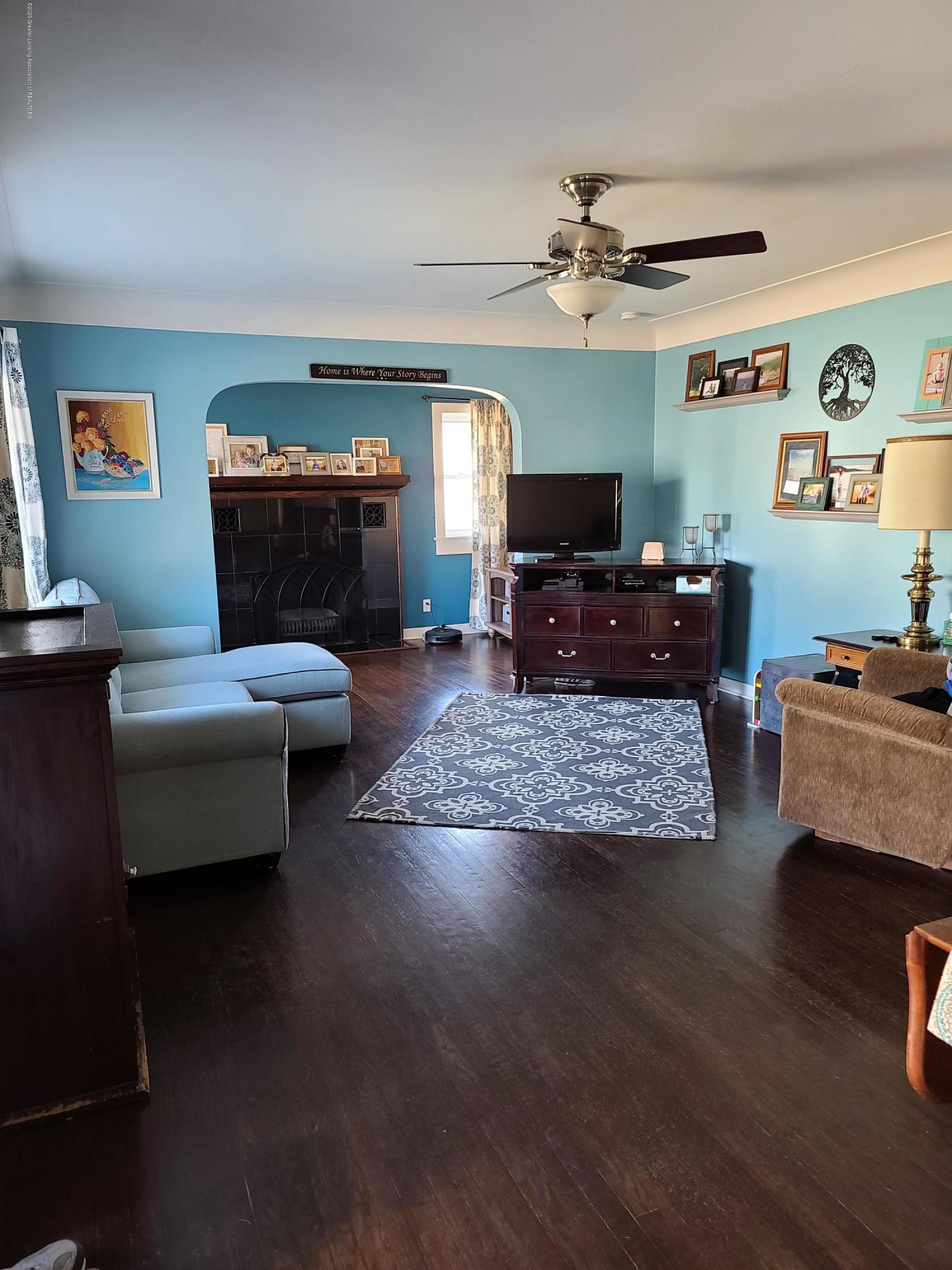 321 W Stoddard St - Living room - 4