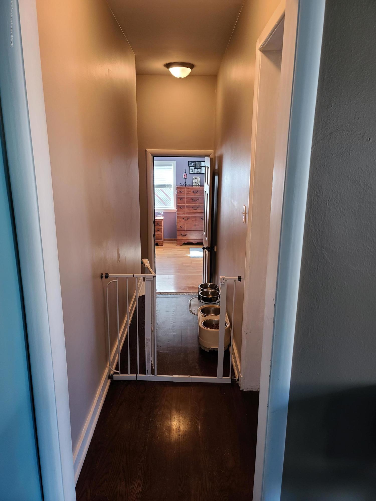 321 W Stoddard St - Hallway - 18