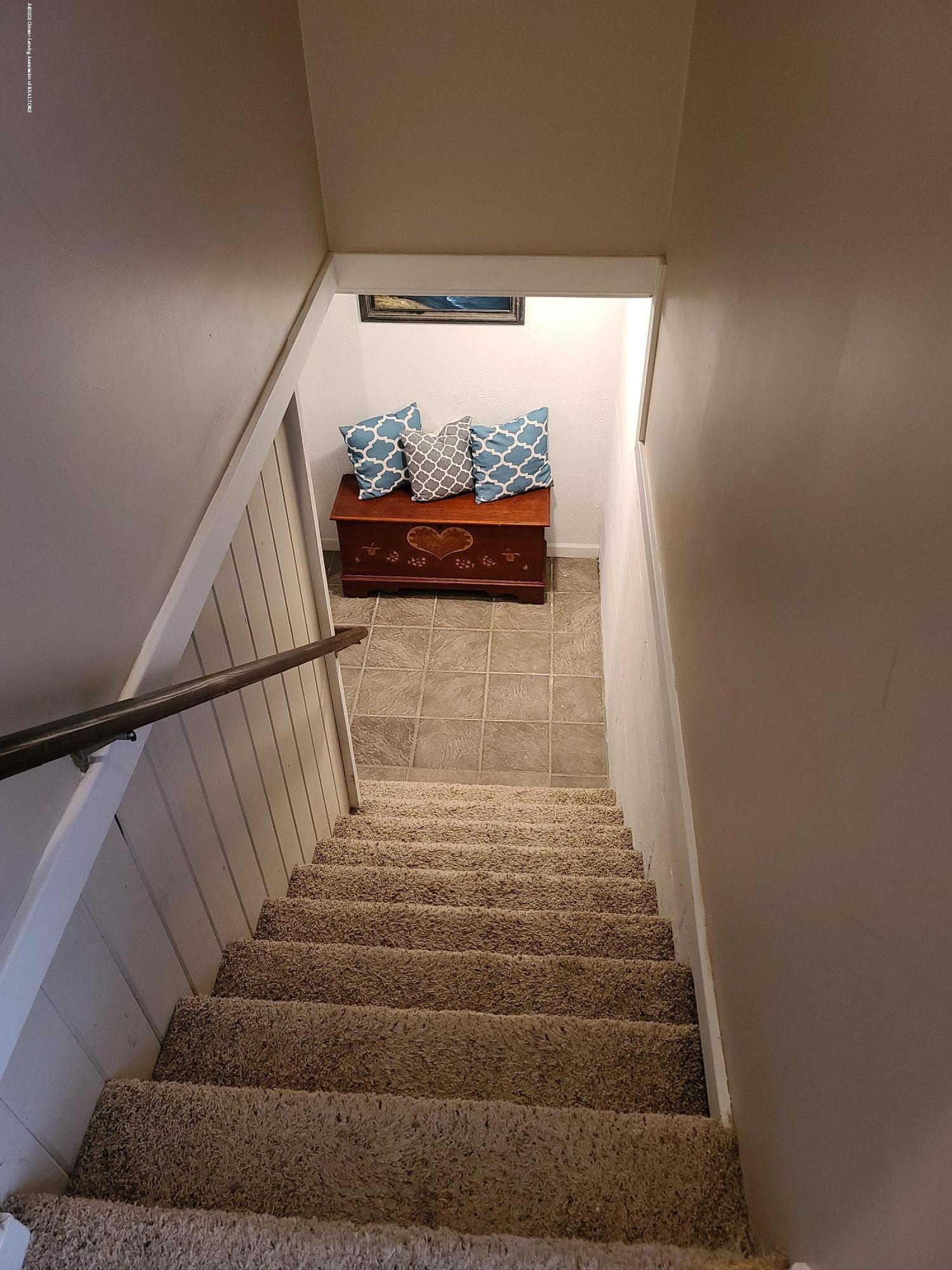 321 W Stoddard St - Basement stairs - 19