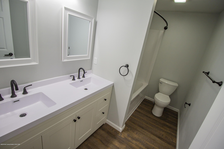 11750 N Cochran Rd - upstairs bath - 22