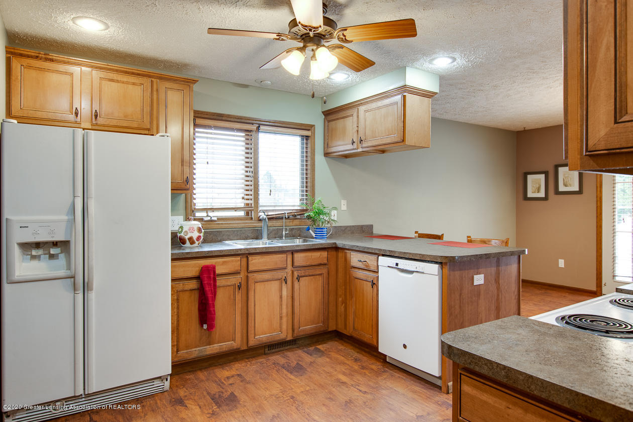 9455 Lookout Point Dr - Kitchen - 10