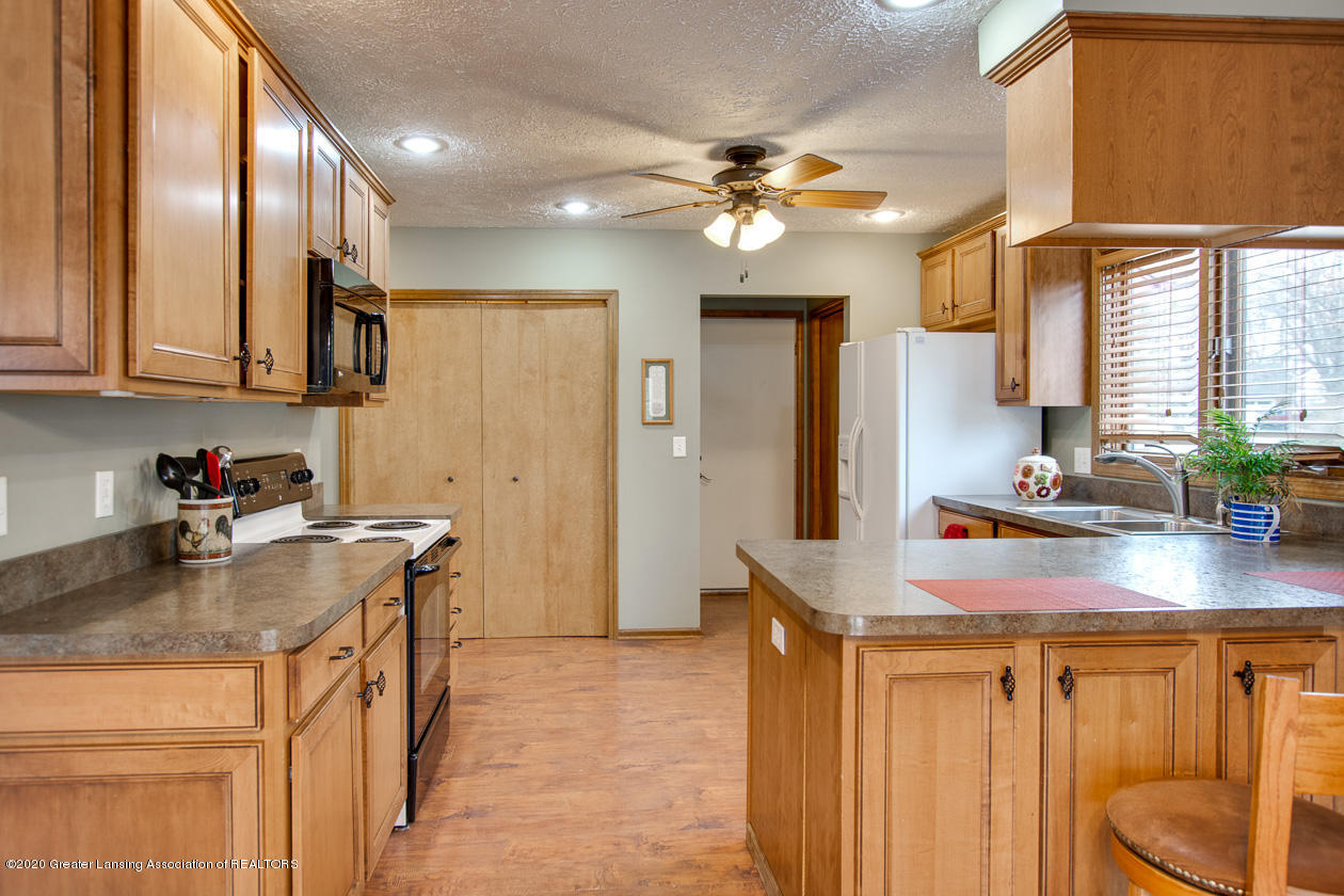 9455 Lookout Point Dr - Kitchen - 8