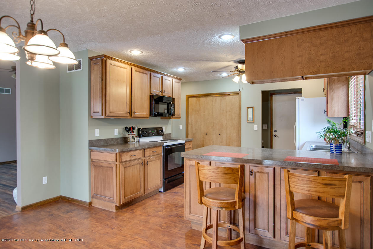 9455 Lookout Point Dr - Kitchen - 11