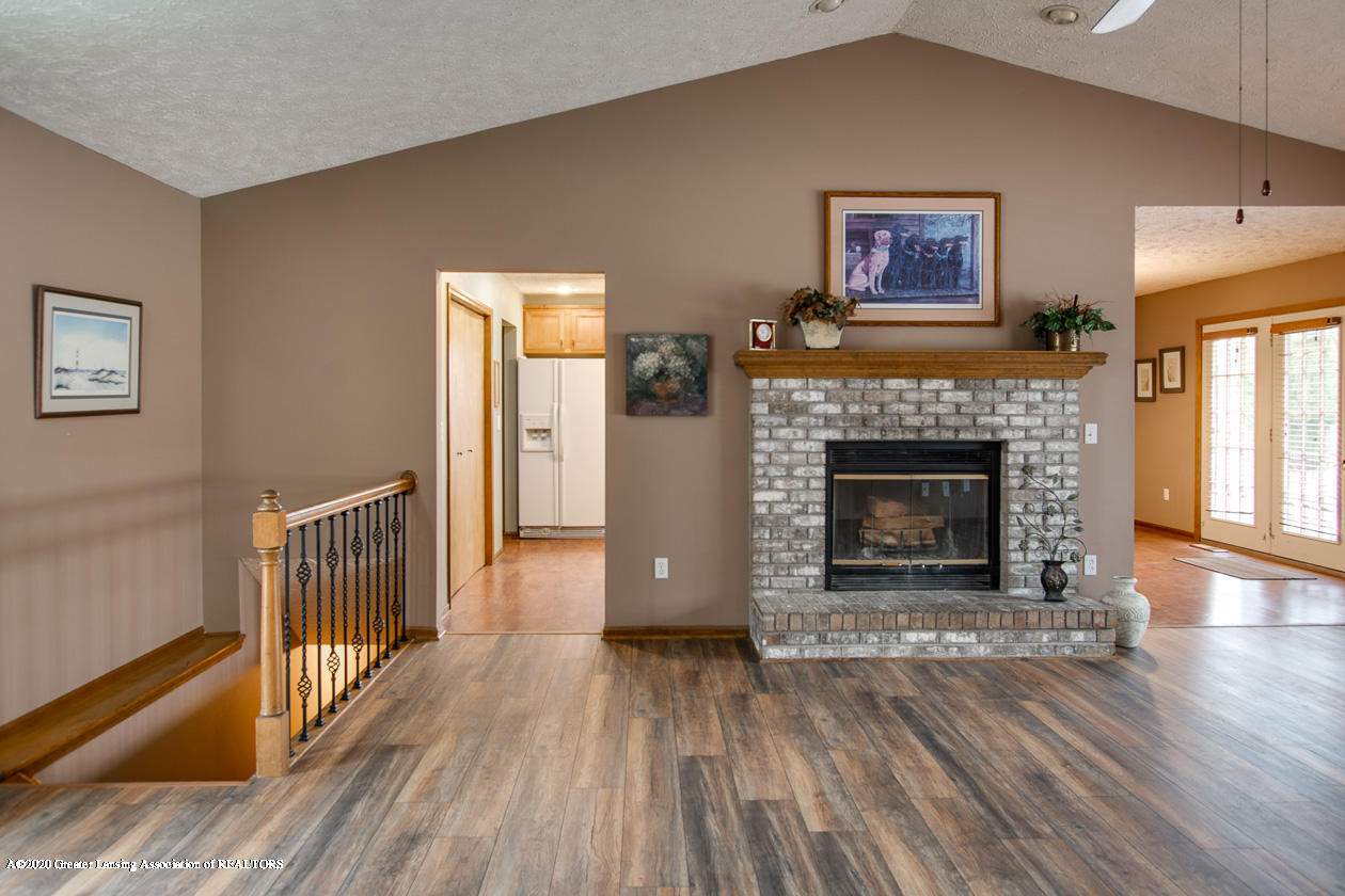 9455 Lookout Point Dr - Living room - 5