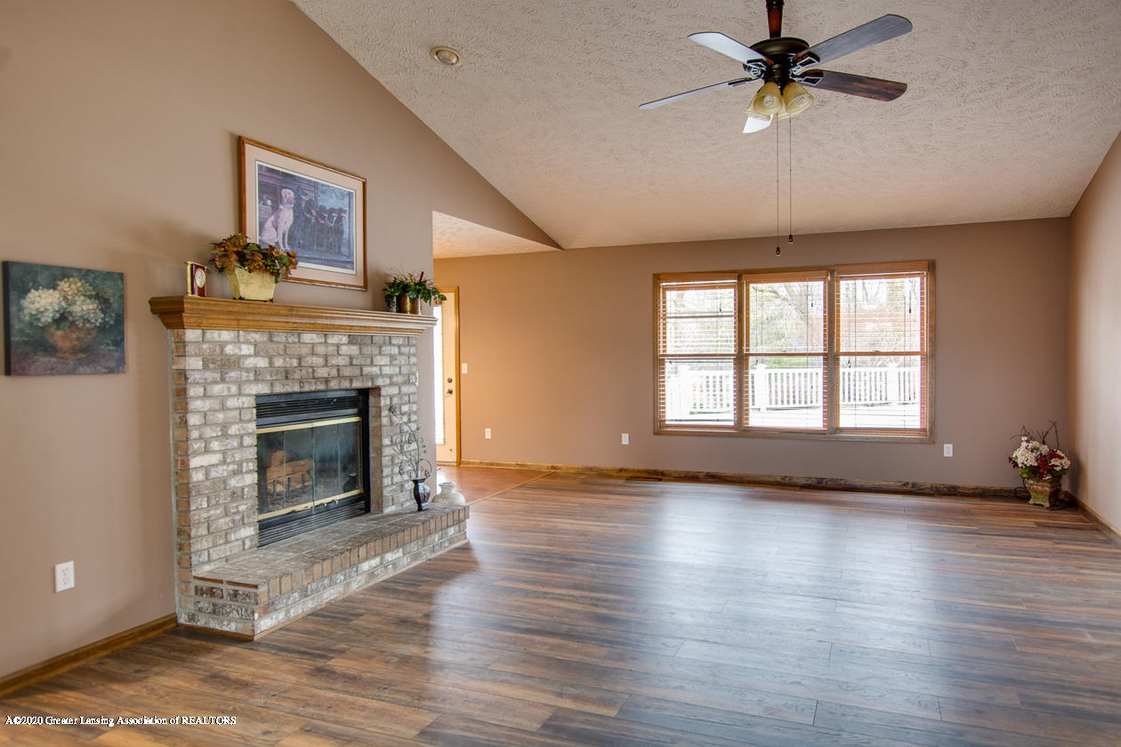 9455 Lookout Point Dr - Living room - 6