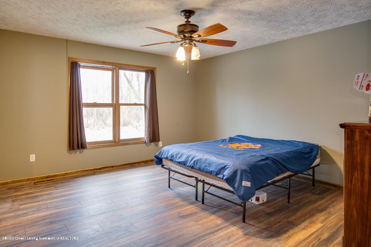 9455 Lookout Point Dr - Master bedroom - 15