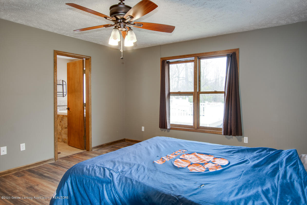 9455 Lookout Point Dr - Master bedroom - 16