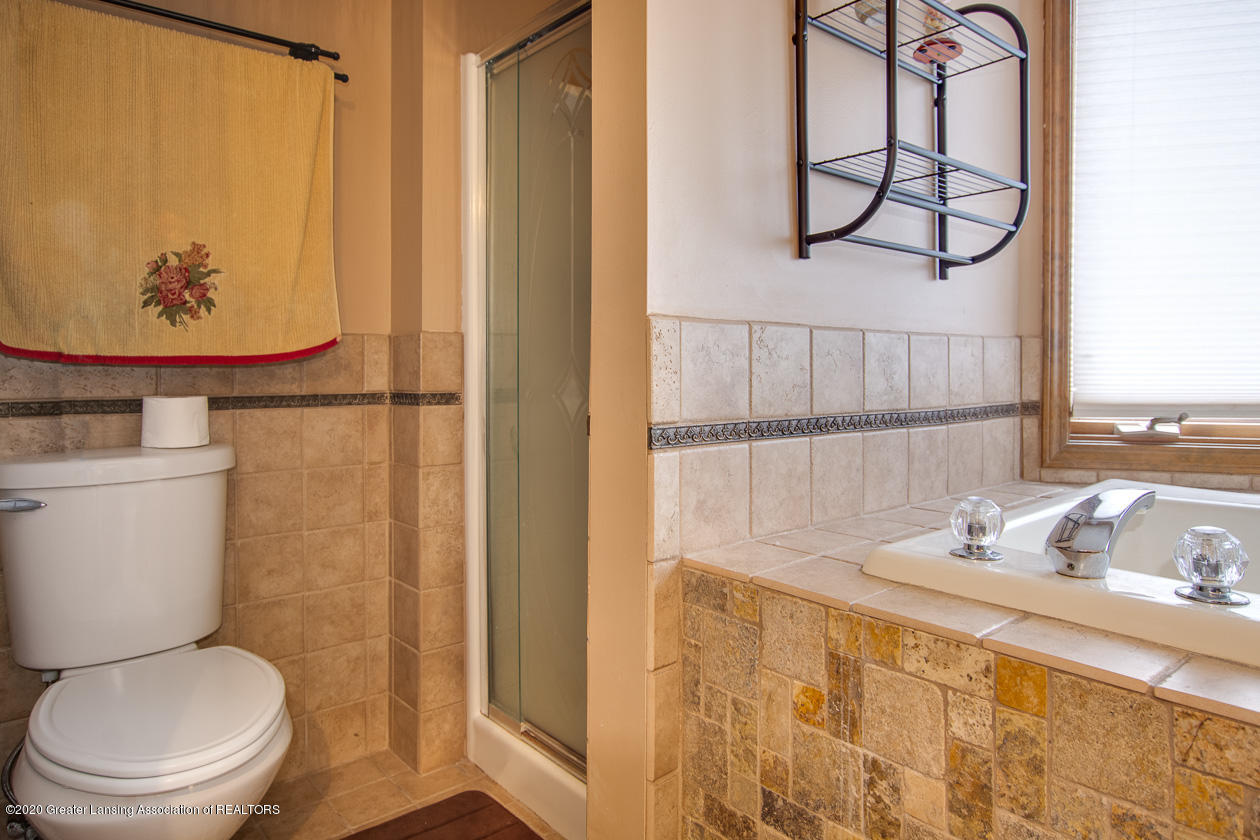 9455 Lookout Point Dr - Separate shower - 18