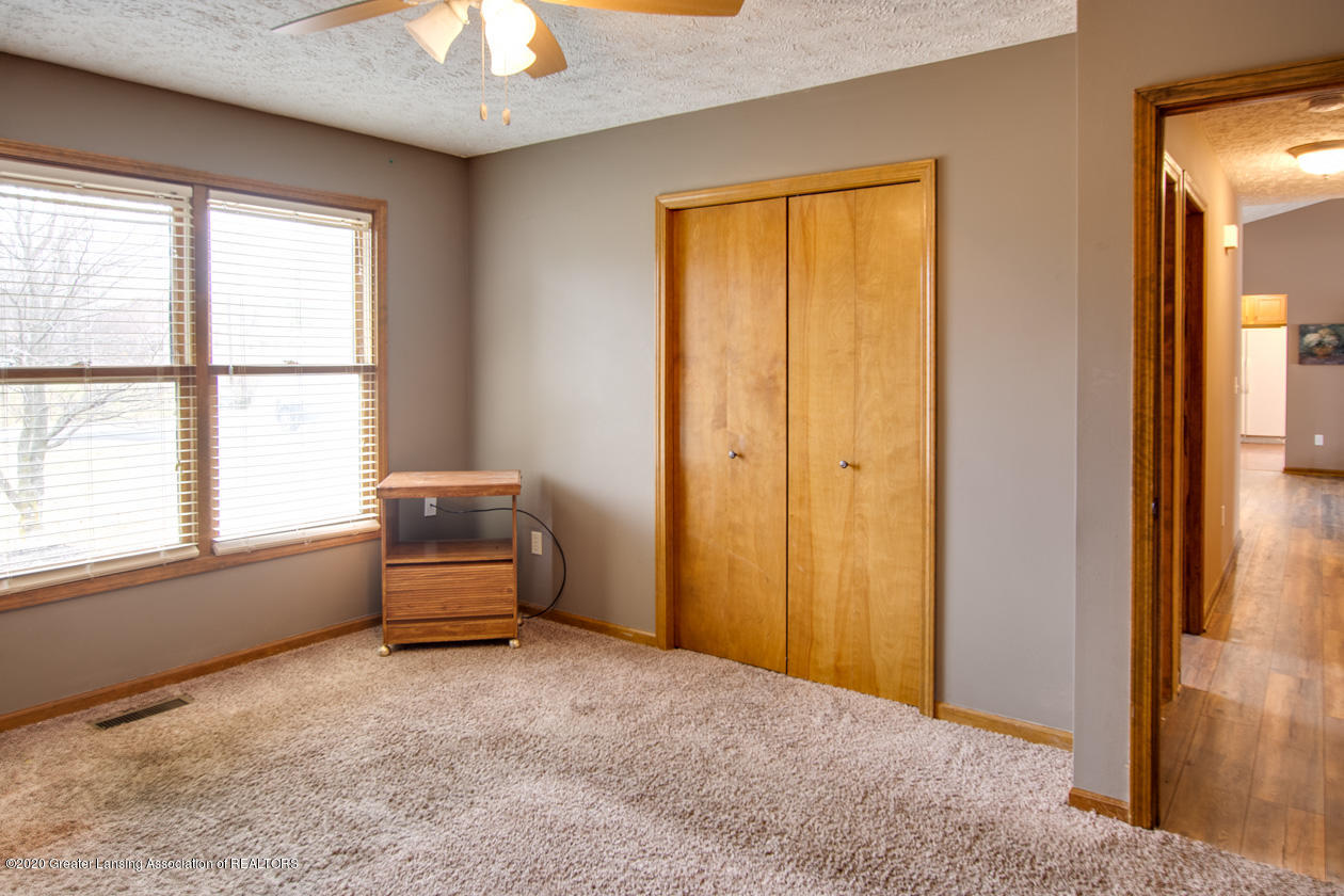 9455 Lookout Point Dr - Bedroom 3 - 14