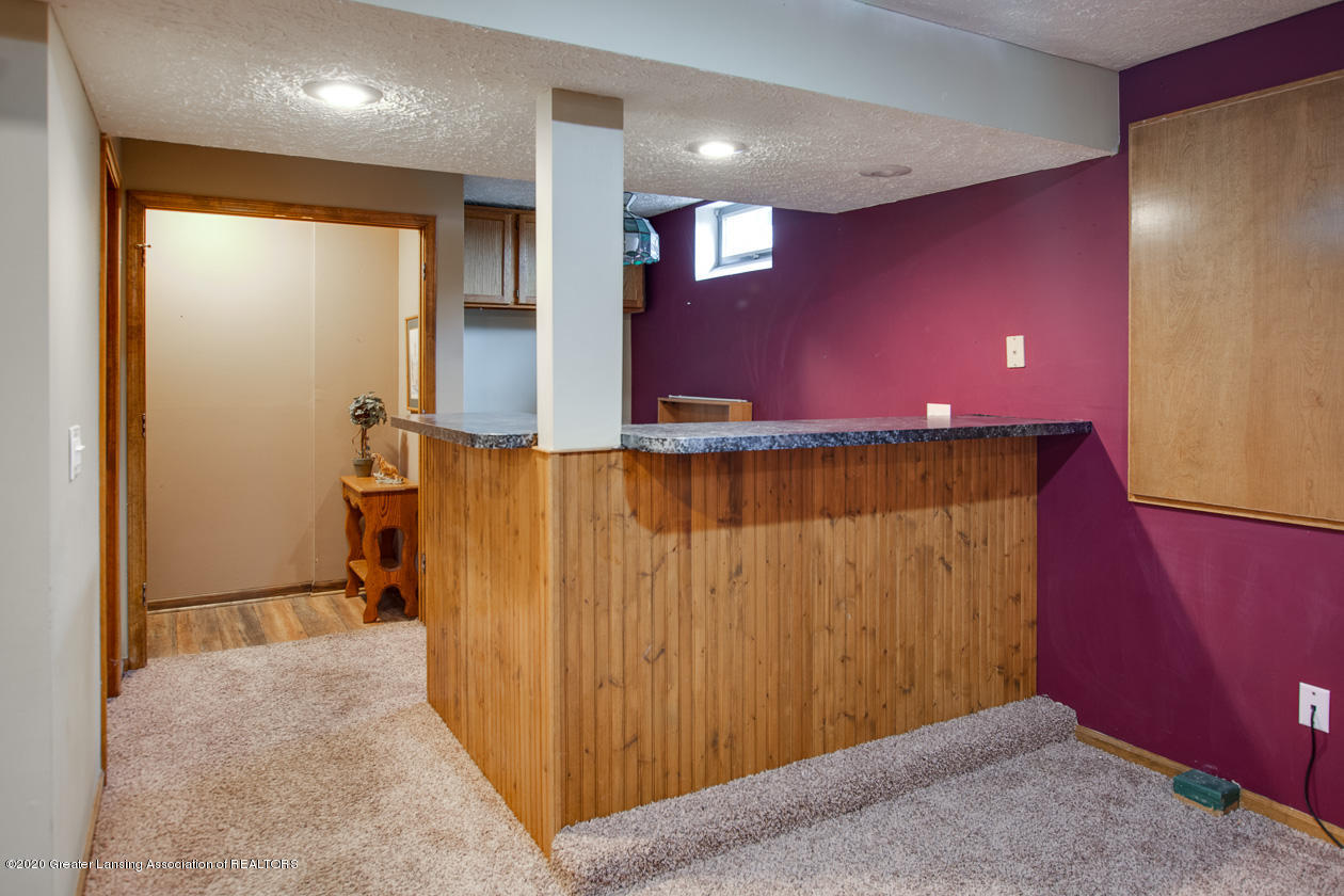 9455 Lookout Point Dr - Dry bar in lower level - 21