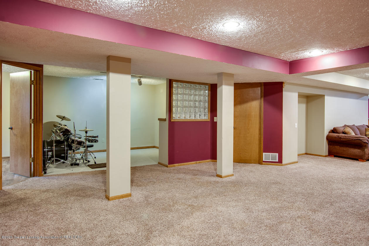 9455 Lookout Point Dr - Lower level - 23