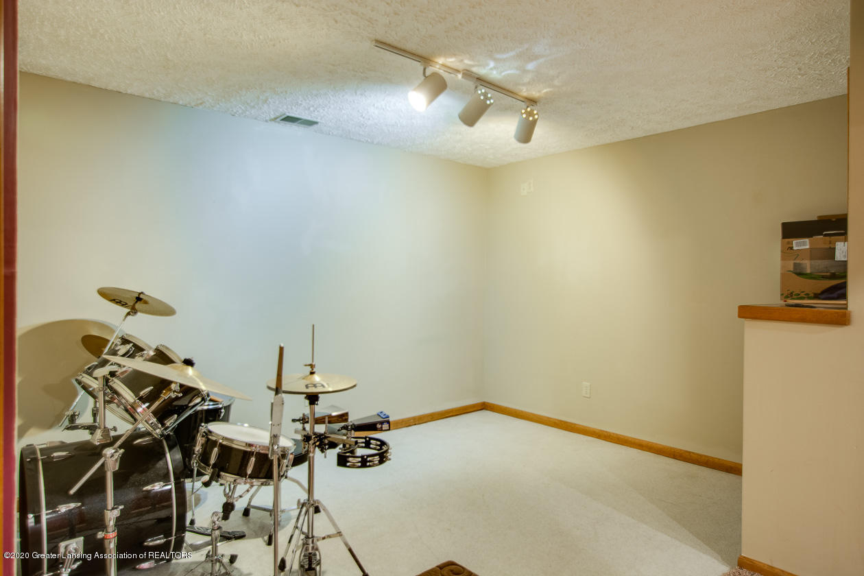 9455 Lookout Point Dr - Lower level - 24