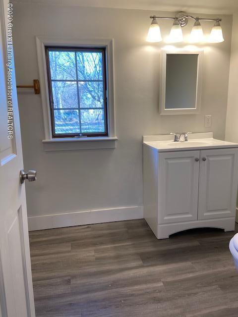 115 Abbott St - bathroom1 - 13