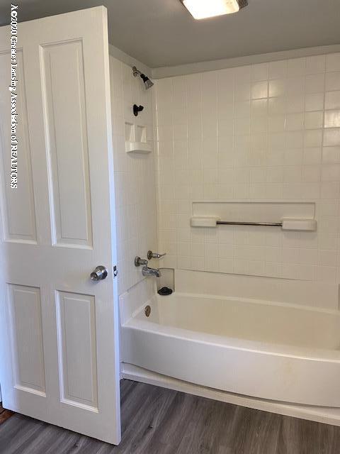 115 Abbott St - bathroom2 - 14