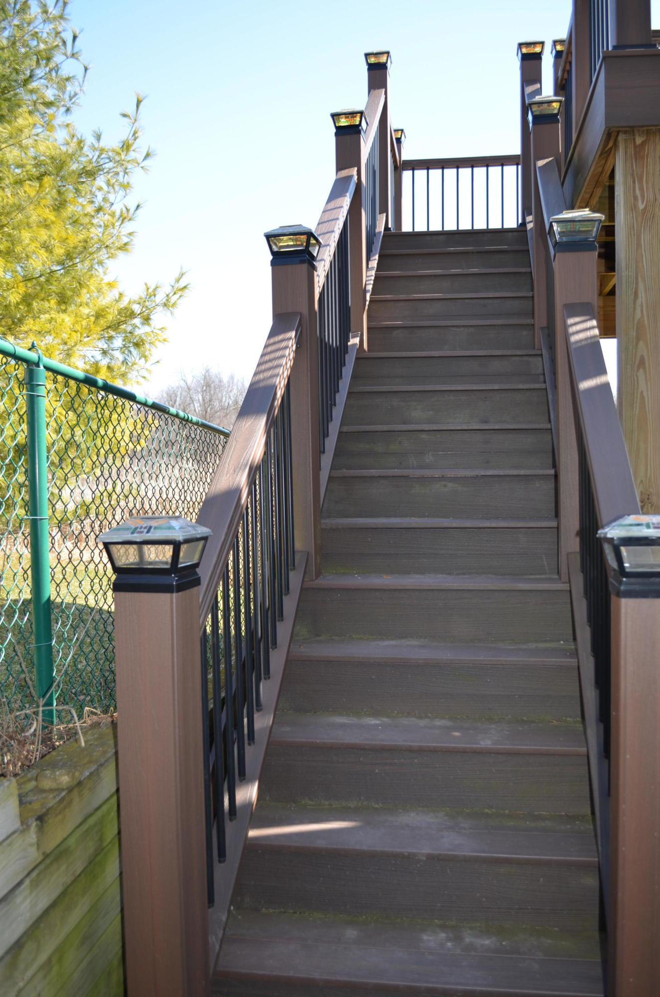2349 Barnsbury Rd - Deck Stairs - 43
