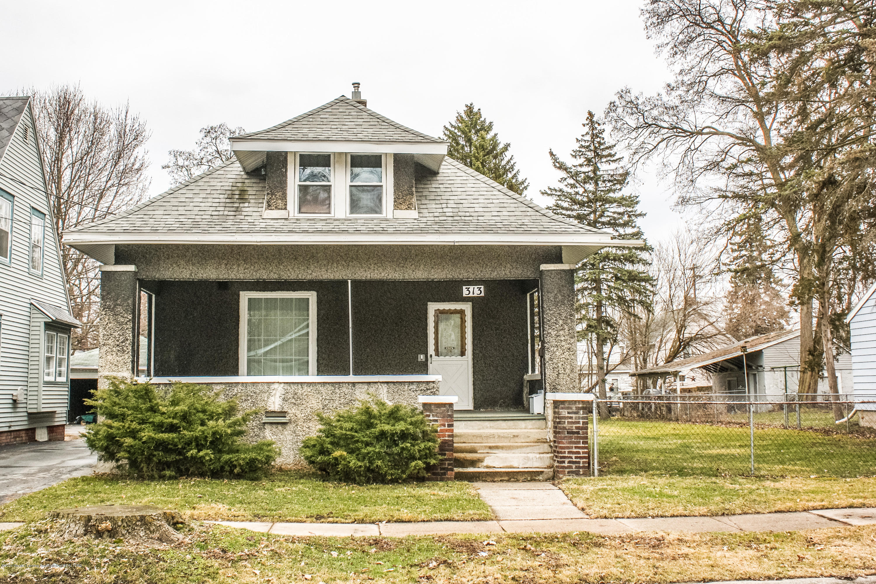 313 S Clemens Ave - Front Street View - 24