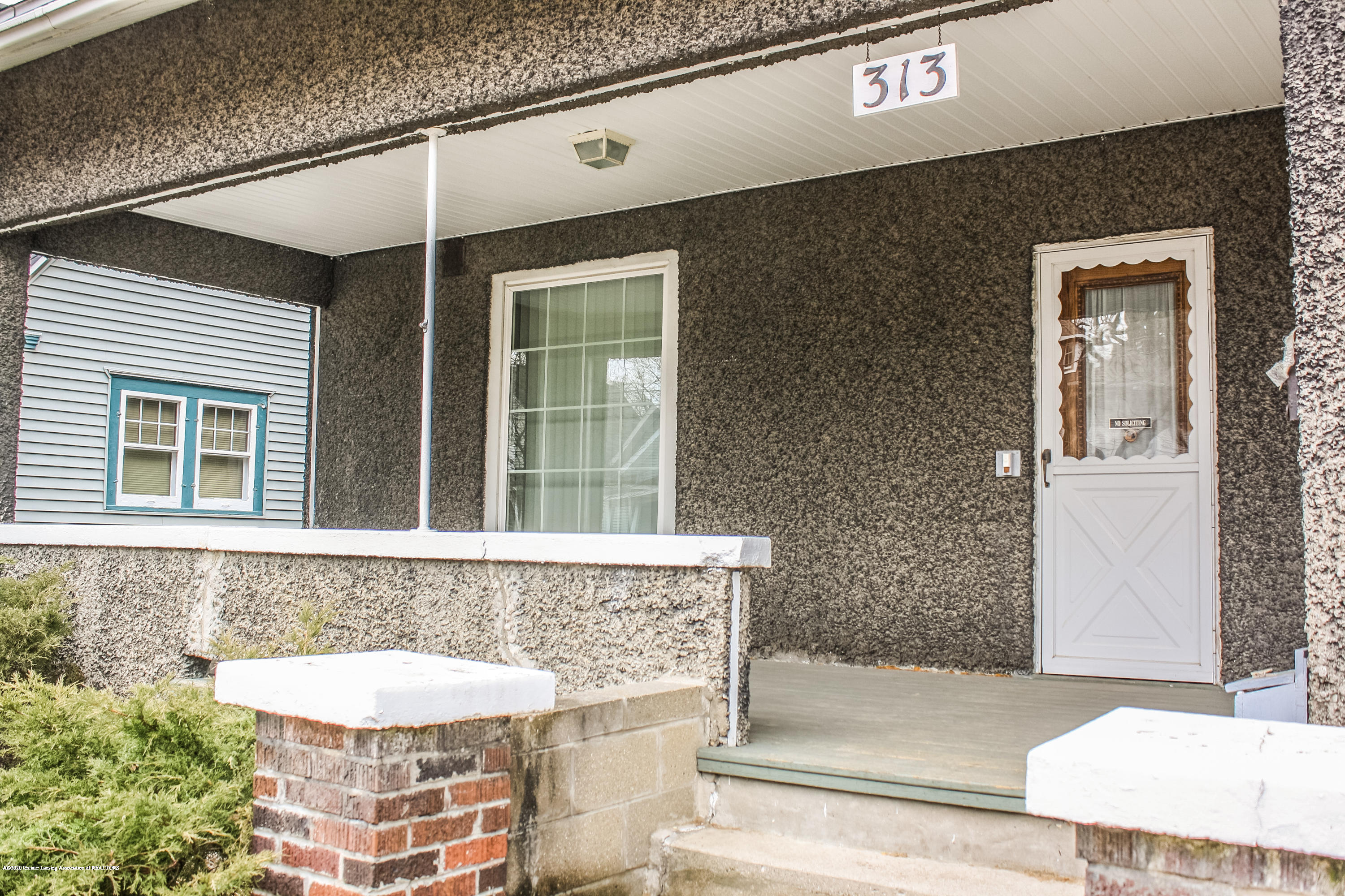 313 S Clemens Ave - Porch - 3