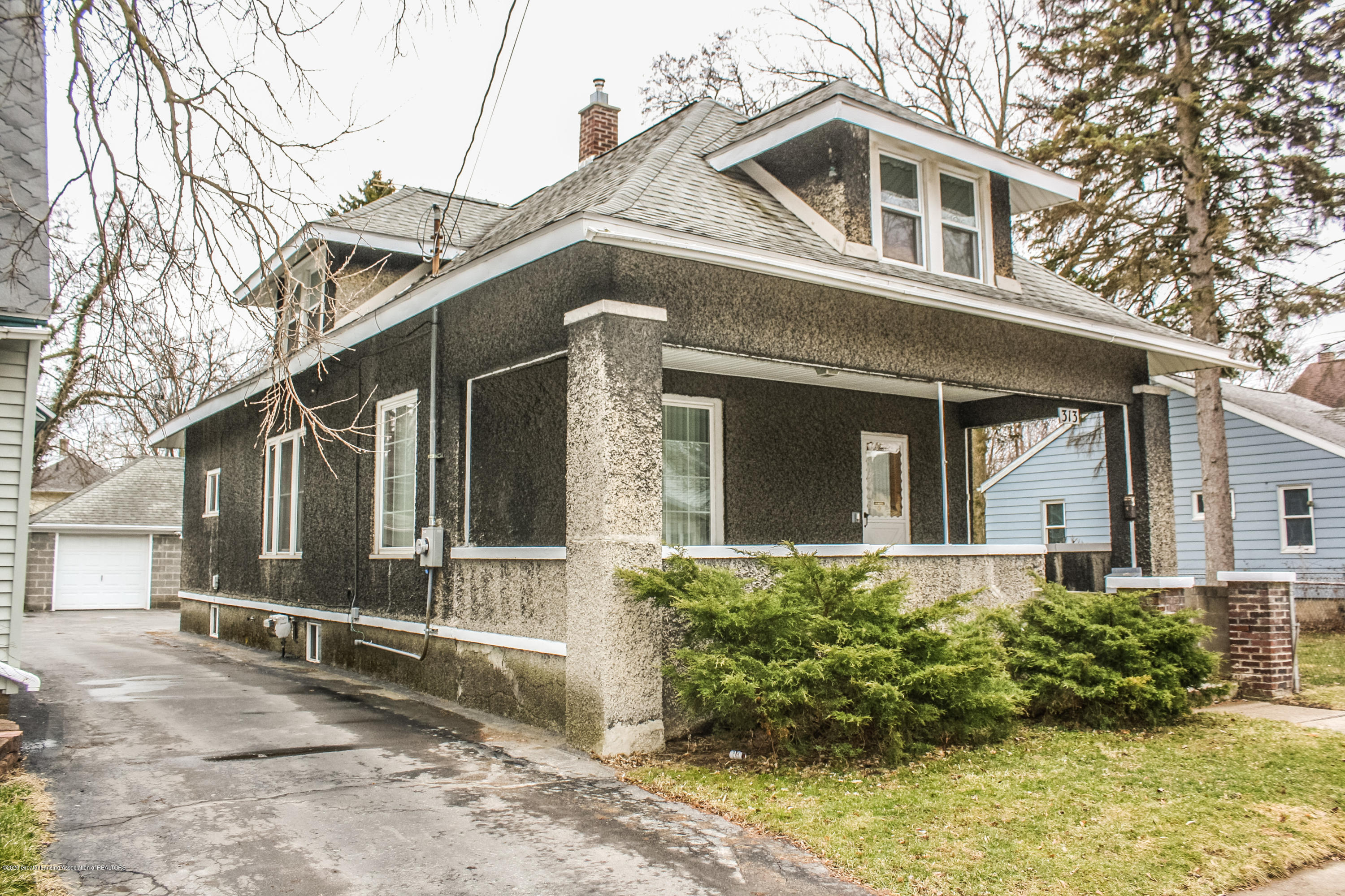 313 S Clemens Ave - Front - 2