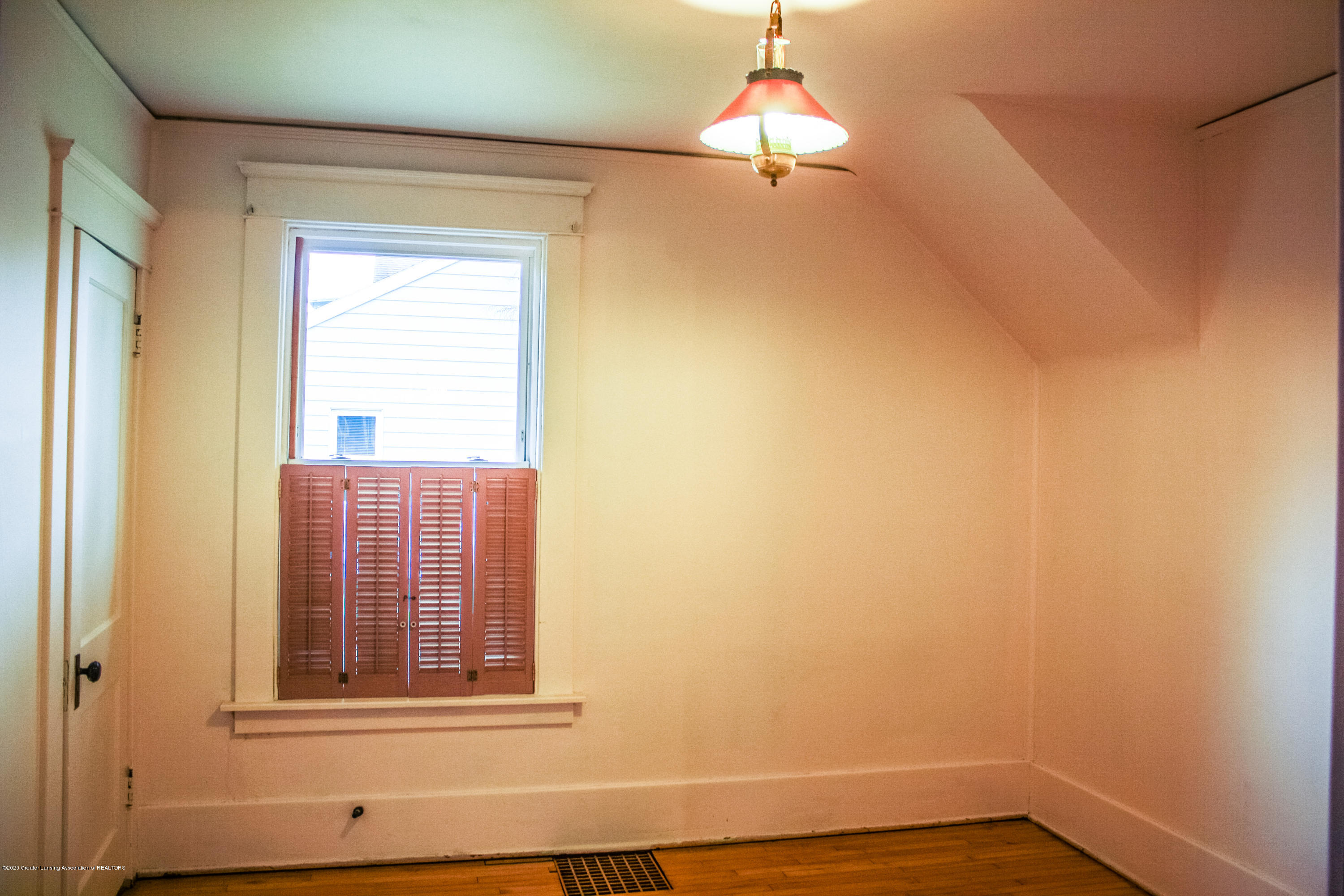 313 S Clemens Ave - Bedroom 1 - 18