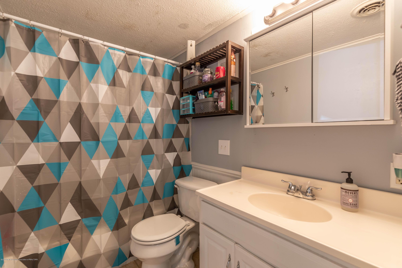 907 Pine St - Bathroom - 16