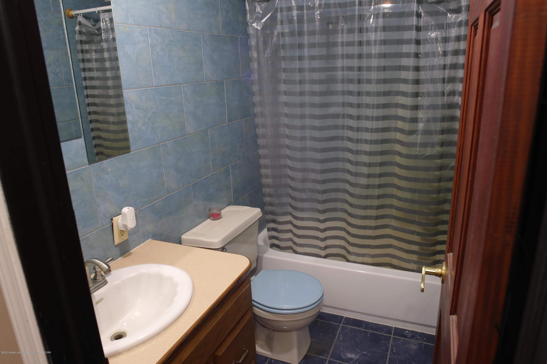 2383 E Maple Rapids Rd - MR Bathroom 2 - 11