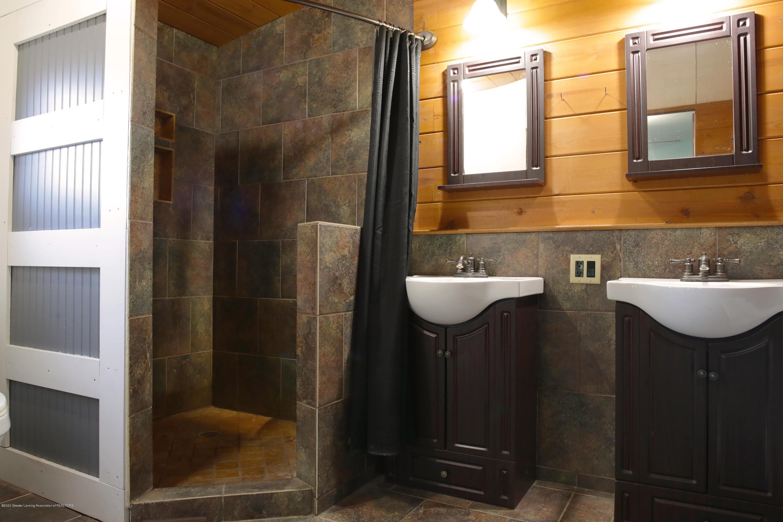 2383 E Maple Rapids Rd - MR Master Bath - 8