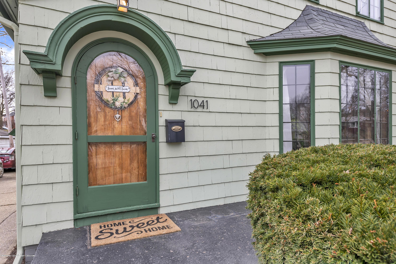 1041 W Grand River Ave - Front Door - 5