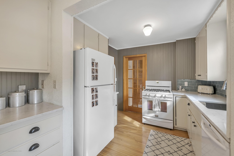 1041 W Grand River Ave - Kitchen - 11