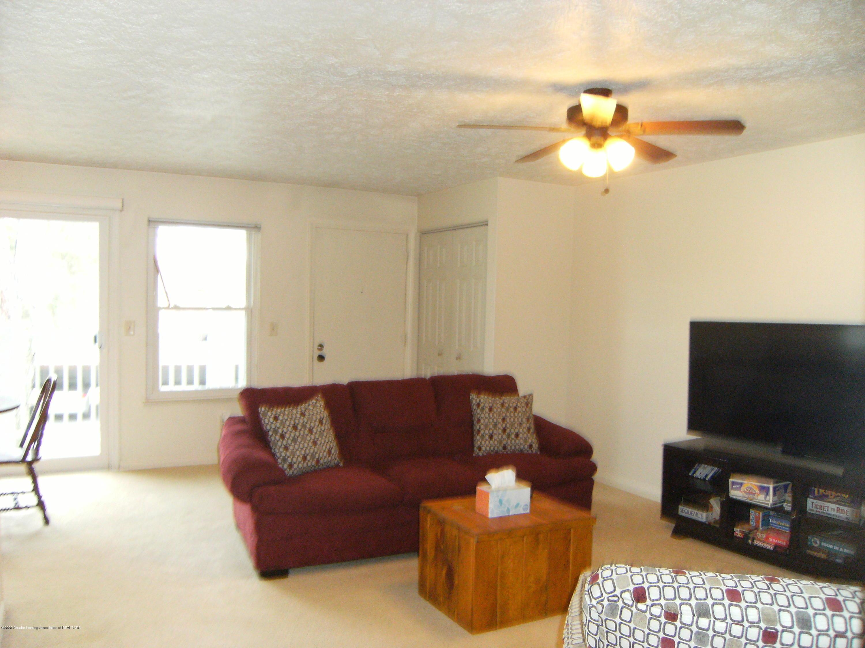 2044 Hamilton Rd 29 - Living room - 2