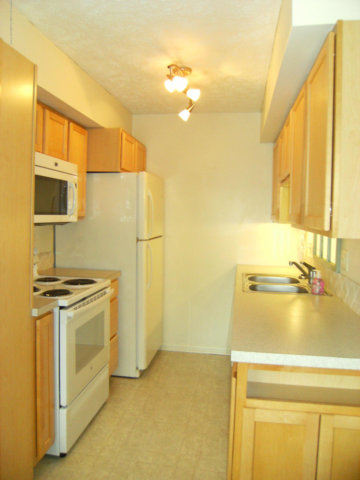 2044 Hamilton Rd 29 - Kitchen - 5