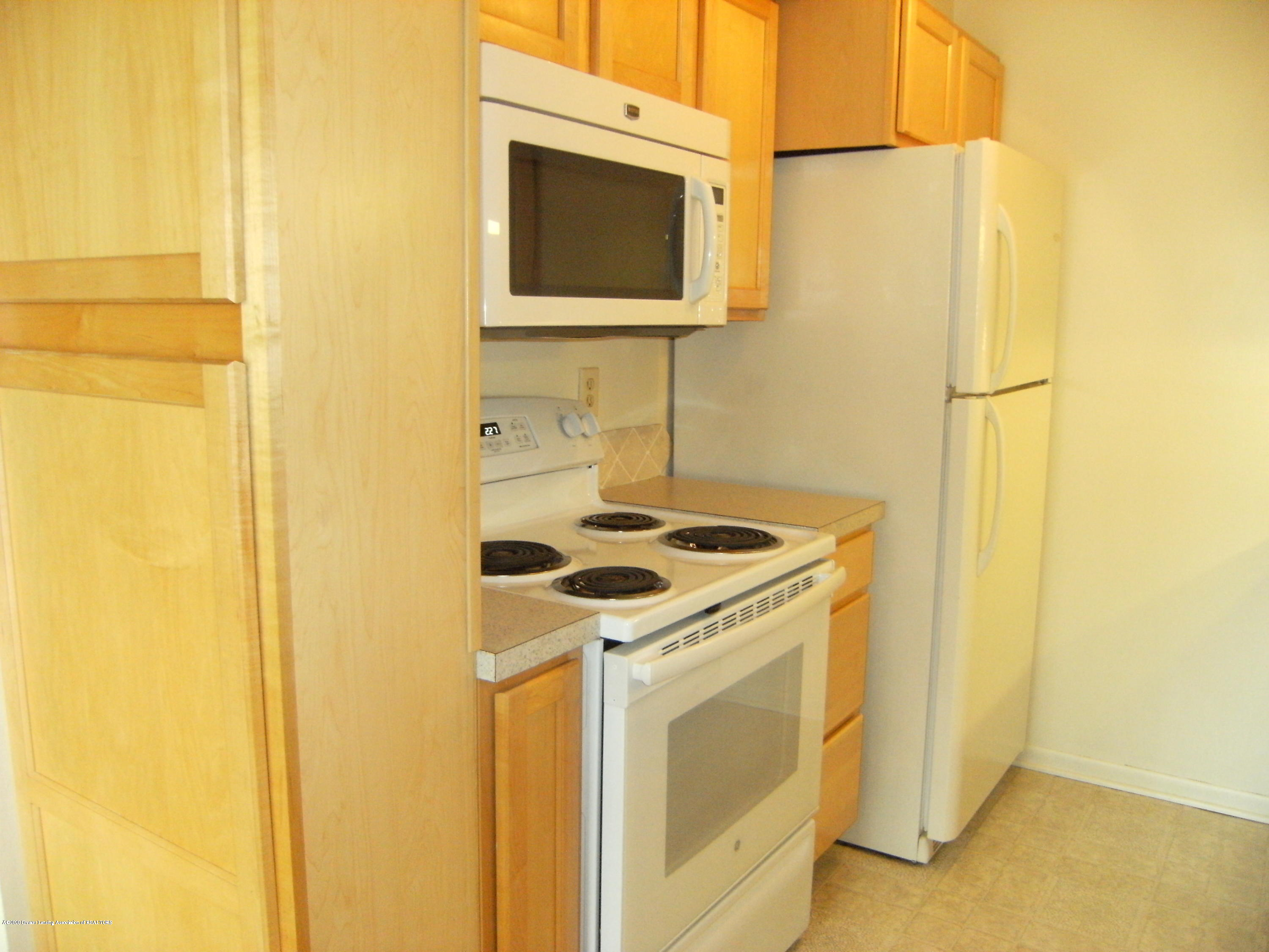 2044 Hamilton Rd 29 - Kitchen - 6